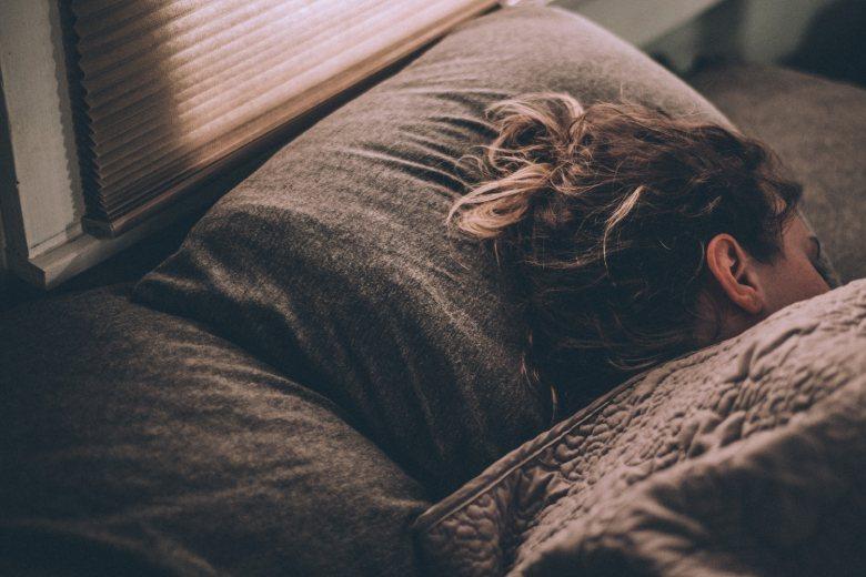 cbd Öl bekämpft Schlaflosigkeit