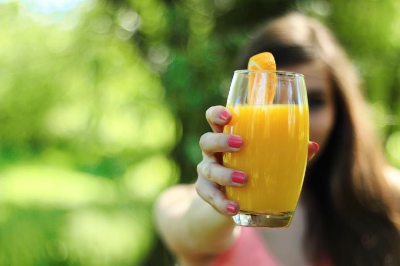 in Fruchtsaft verdünntes cbd Öl